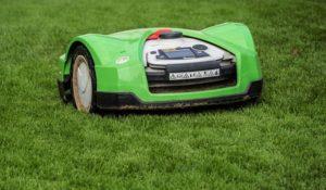 Schöner Rasen mit Akku-Mähroboter